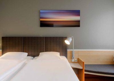 Ibis Bremen City Standard Zimmer Bettansicht frontal Bett links