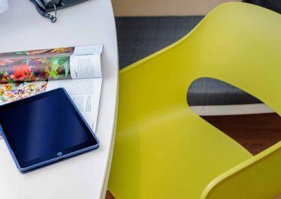 Ibis Bremen City Standard Zimmer CloseUp Schreibtisch Stuhl mit Accessoires